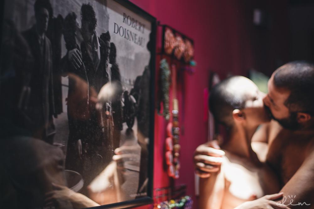 alex e claudia, na casa da let, por coletivo de arte político-poética além