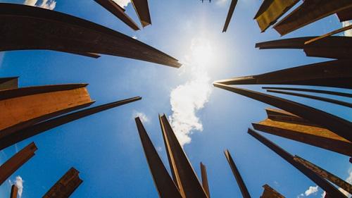 beam drop inhotim, por claudia regina, creative commons